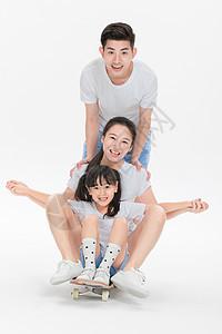 家庭呵护玩滑板图片