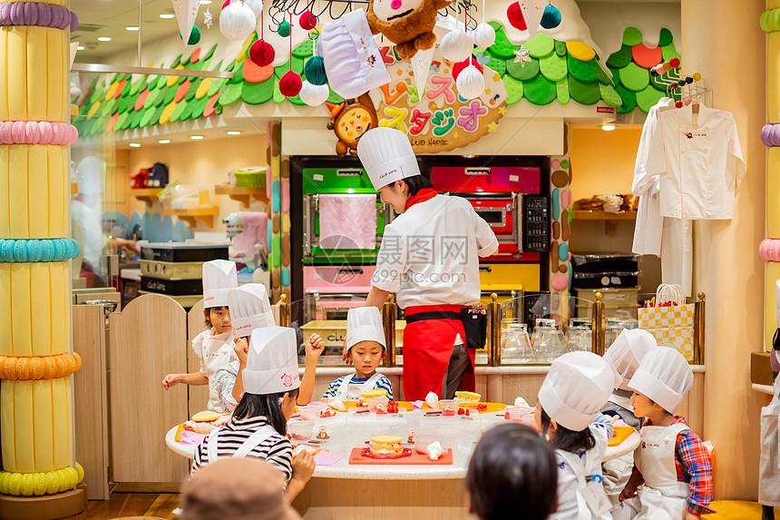 游乐场过山车视频_日本商场儿童乐园高清图片下载-正版图片501057937-摄图网