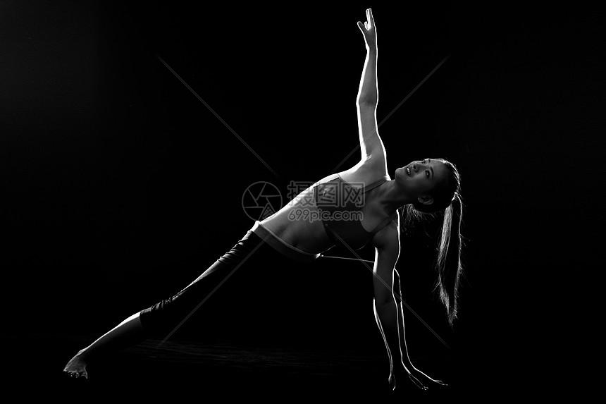 女性瑜伽运动图片