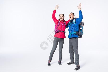 远足情侣高举双手图片