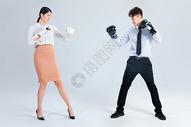 商务人士拳击对抗图片