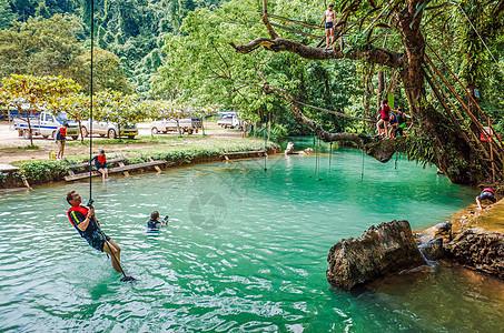 老挝万荣坦普坎溶洞和蓝色泻湖图片