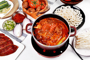 番茄汤锅图片