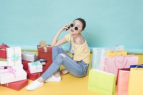 女性手机购物图片