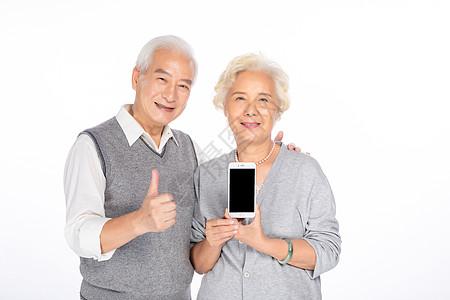 老年夫妻手拿手机图片