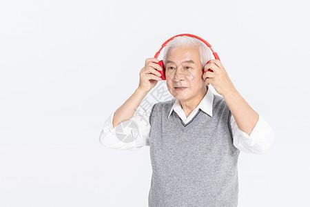 老爷爷听音乐图片