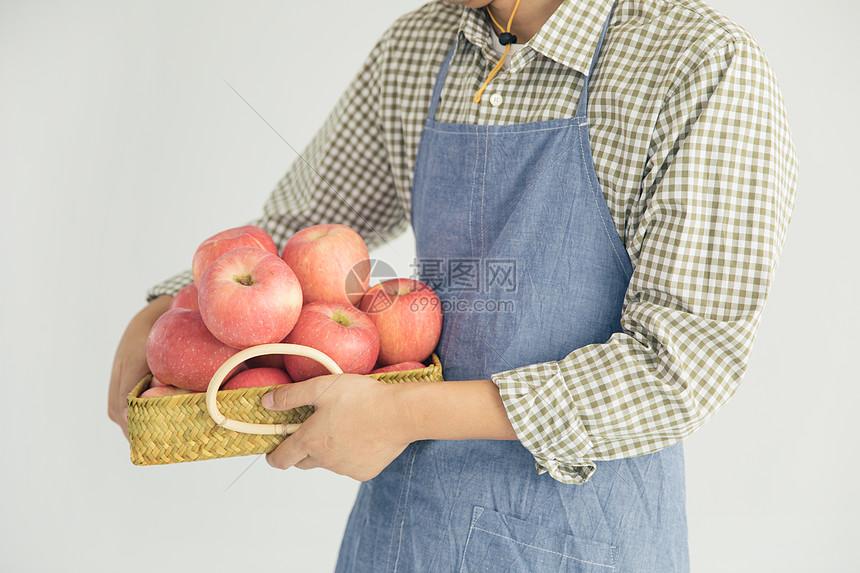 手捧苹果图片
