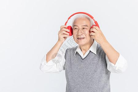 老年人听歌图片