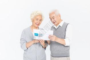 老年夫妻选择保险图片