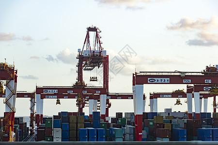 集装箱码头自动化港机图片
