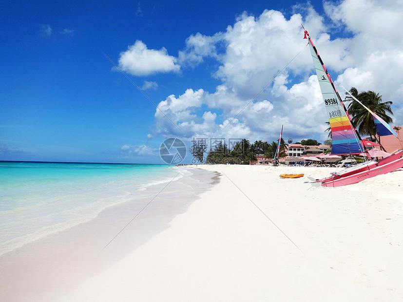 巴巴多斯美丽迷人的白沙滩图片