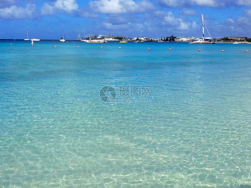 巴巴多斯晶莹剔透的海水图片