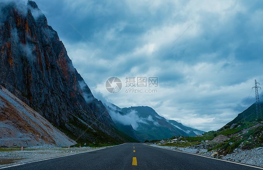高原旅游公路图片