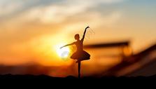 跳舞的女孩图片