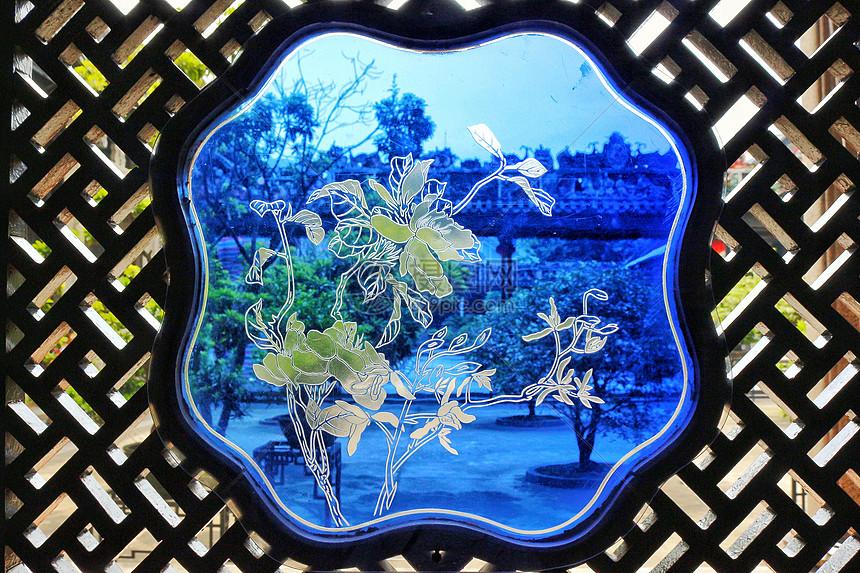 广州陈家祠的木通花格蚀花玻璃图片