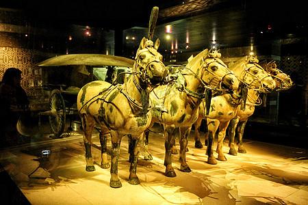 秦兵马俑彩绘铜车马图片
