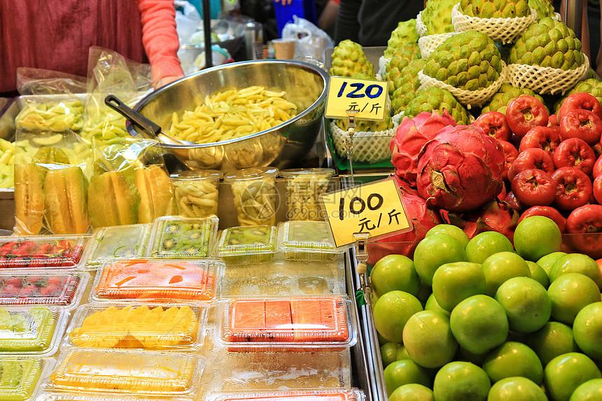 台湾夜市现切水果摊贩图片