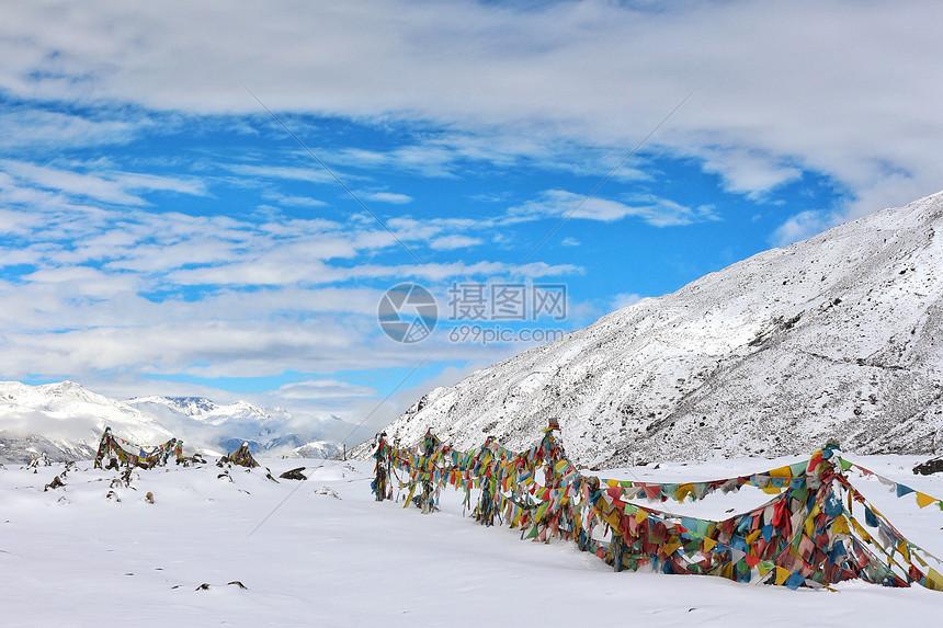 雪后的川西雅家埂垭口图片