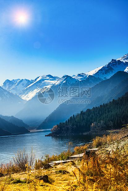 天山天池的秋季图片