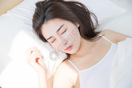 年轻女性睡觉图片