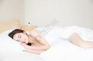 居家可爱女孩醒来501071571图片