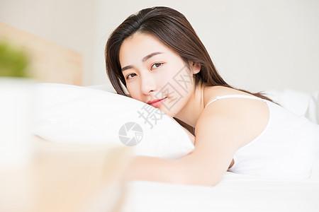居家可爱女孩醒来图片
