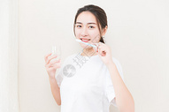 年轻女性牙齿美白501071775图片