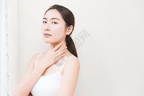 年轻女性护肤图片