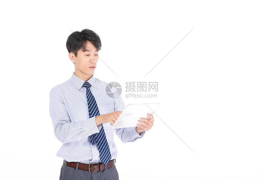 科技商务男士使用平板图片
