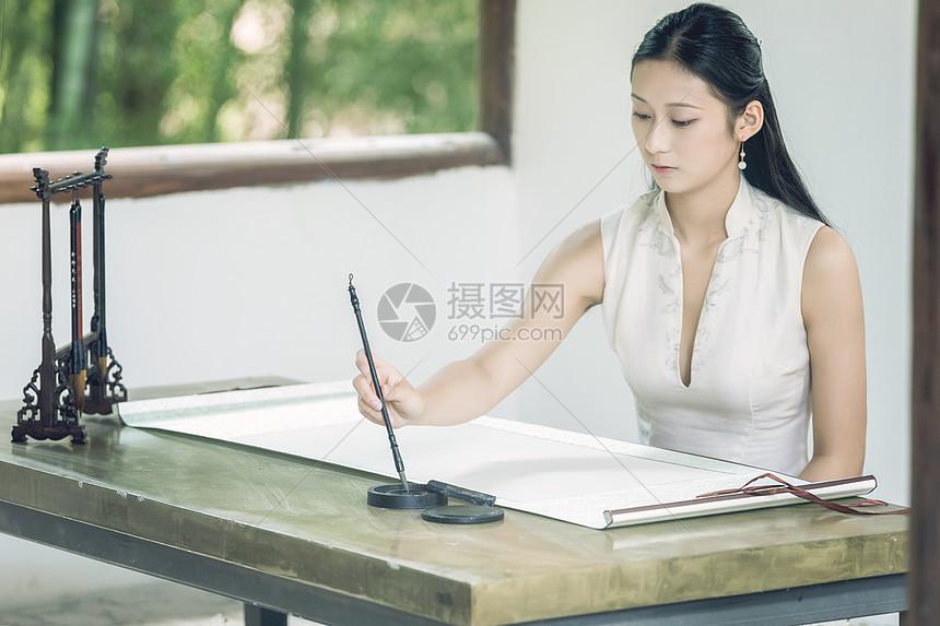 古风美女写书法图片