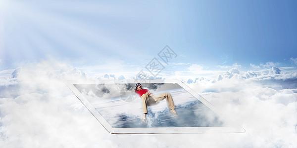 云端平板上躺着的人图片