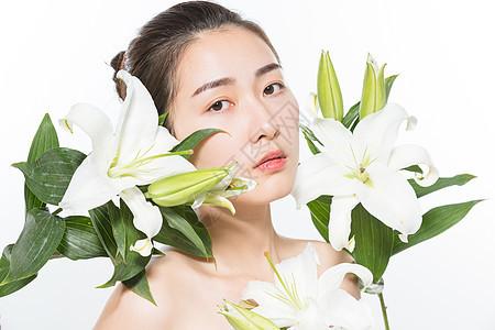 美妆女性和百合花图片