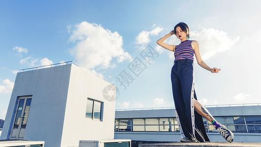 天台上的情绪美女图片