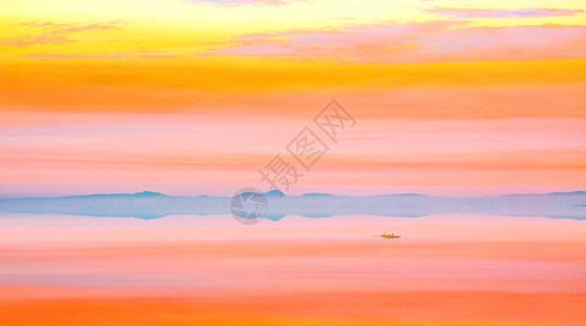 彩霞满天水天一色图片