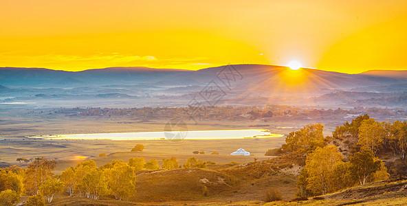 秋季草原上的日出图片