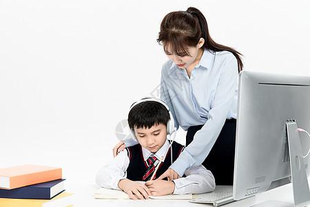 老师辅导学生学习图片