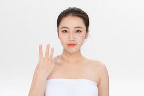 美容护肤第四步骤手势图片