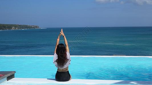 印尼巴厘岛无边泳池美女图片