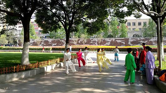 安徽合肥休闲游玩景点和平广场晨练图片
