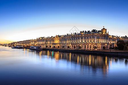 圣彼得堡涅瓦河上的冬宫夜景图片
