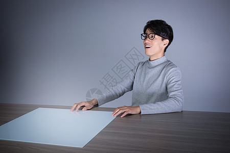 男性虚拟交互动作图片