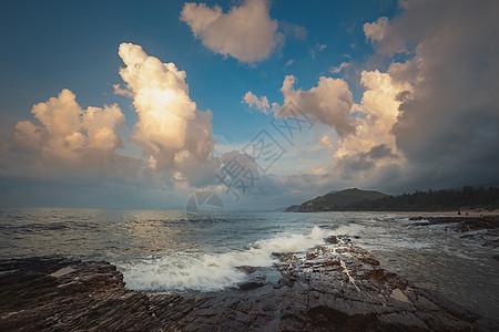 广东深圳盐洲岛海边晨云图片
