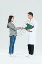 医生和病人握手图片