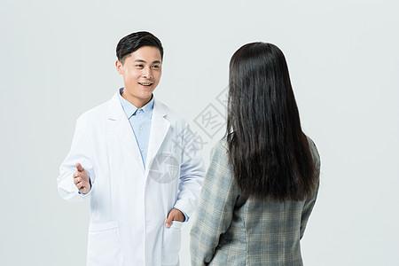 医生和病人交流图片