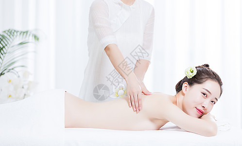 女性养生SPA肩颈按摩图片