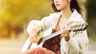 文艺清新美女弹吉他图片
