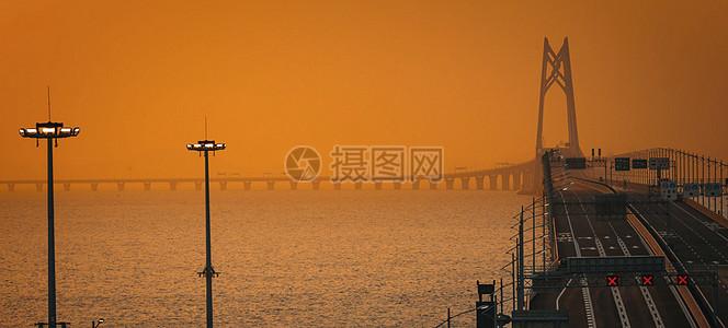 夕阳下的港珠澳大桥图片