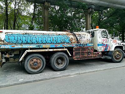 北京798艺术中心涂鸦车图片
