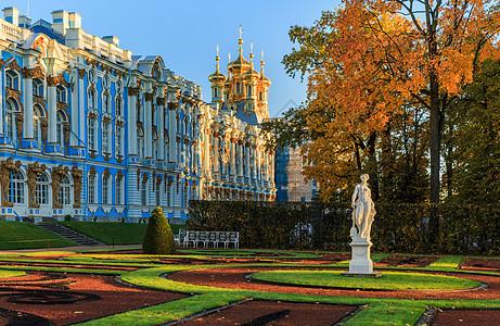 圣彼得堡著名旅游景点叶卡捷琳娜宫与花园秋景图片