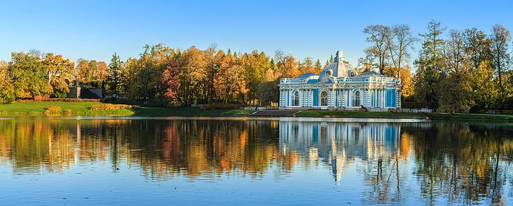 叶卡捷琳娜宫大池塘与山洞楼全景图图片